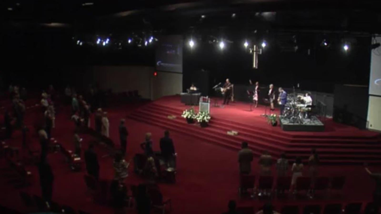 Biserica a ținut servicii în persoană duminică de Paște, în ciuda ordinelor de a rămâne acasă