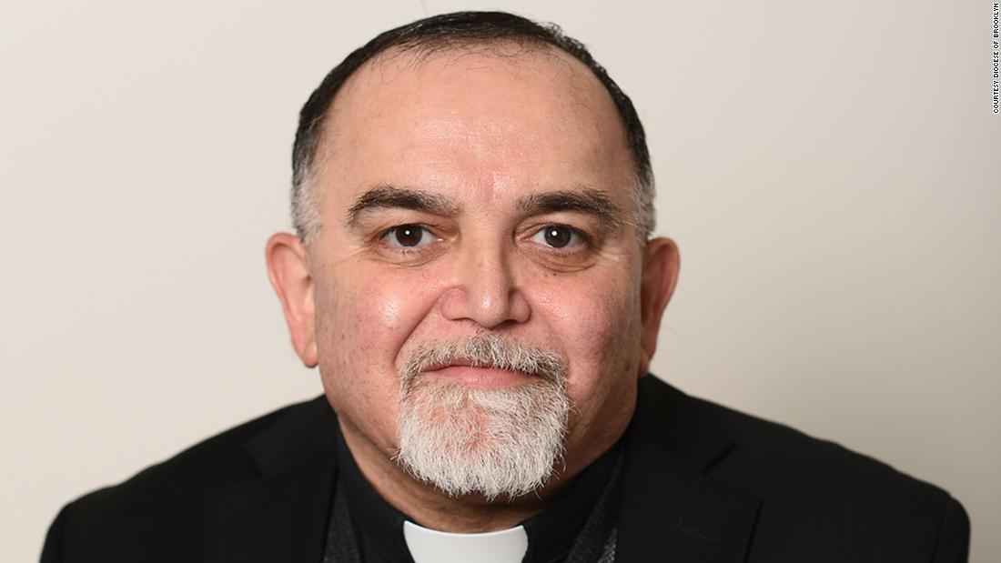 Biserica reginei pentru a jeli pierderea preotului din cauza coronavirusului de Paște