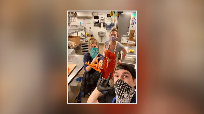 Bucătarii locali fac echipă cu Give Philly Eats pentru a pregăti 3.500 de mese pentru lucrătorii din domeniul sănătății - CBS Philly