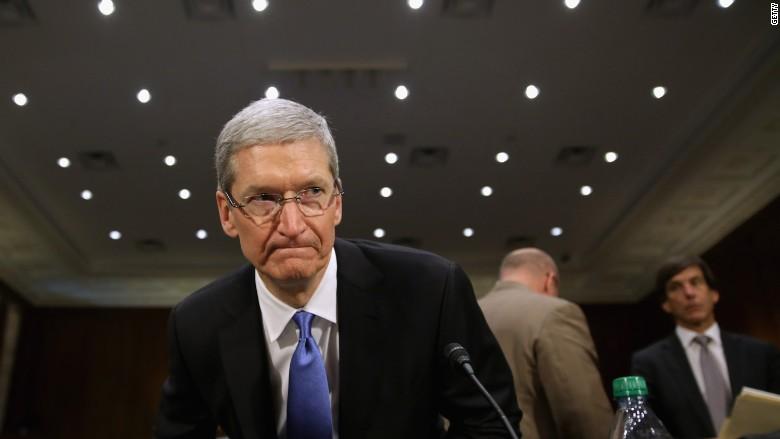 """CEO-ul Apple, Tim Cook, solicită """"o campanie masivă"""" împotriva falselor știri"""
