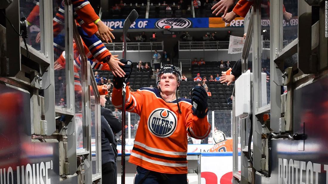 Centrul Edmonton Oilers moare la Peștera Colby la 25 de ani
