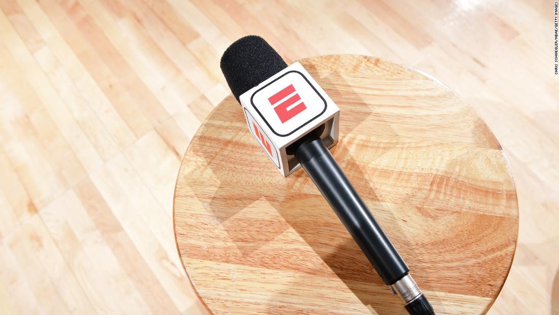 ESPN le cere comentatorilor să reducă salariile cu 15% din cauza coronavirusului