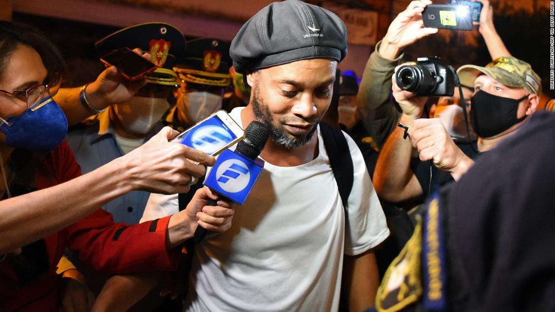 Ronaldinho a fost plasat în arest la domiciliu în Paraguay după declarații false de pașaport