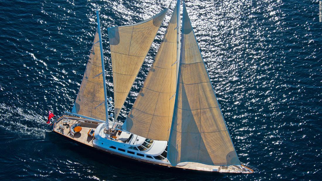 """Superyachtul """"Morning Glory"""" de la Berlusconi este pus în vânzare pentru 11 milioane de dolari"""
