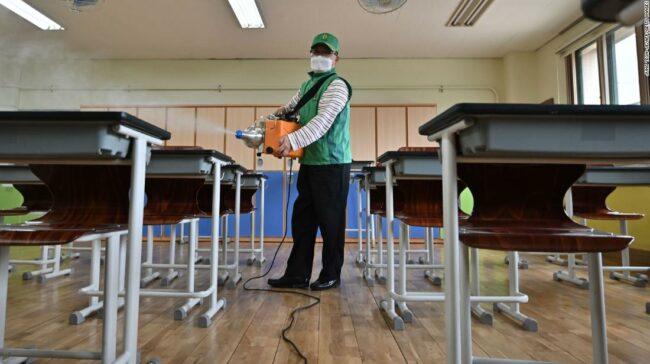 Școli din Coreea de Sud: sute de persoane se închid din nou după redeschidere