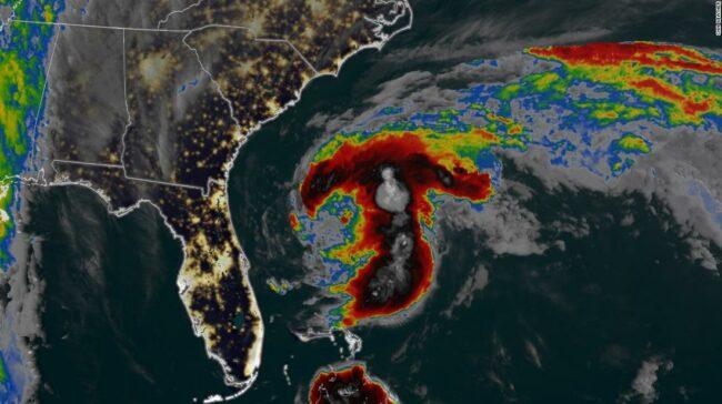 Furtună tropicală Arthur se formează în Atlantic