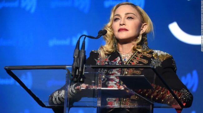 Madonna a postat un videoclip tribut adus lui George Floyd și nu a mers bine