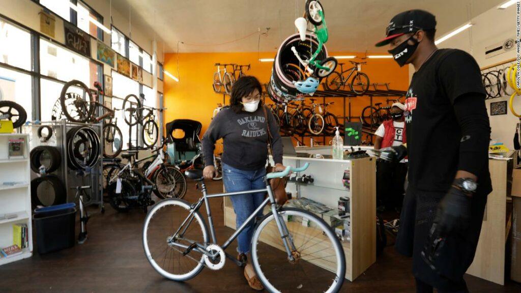 """""""Noua hârtie igienică:"""" Bicicletele fură de pe rafturi, magazine copleșitoare"""