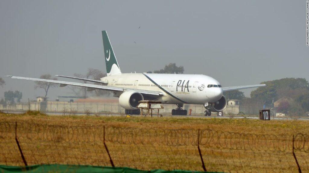Aproape unul din trei piloți din Pakistan are licențe false, spune ministrul aviației