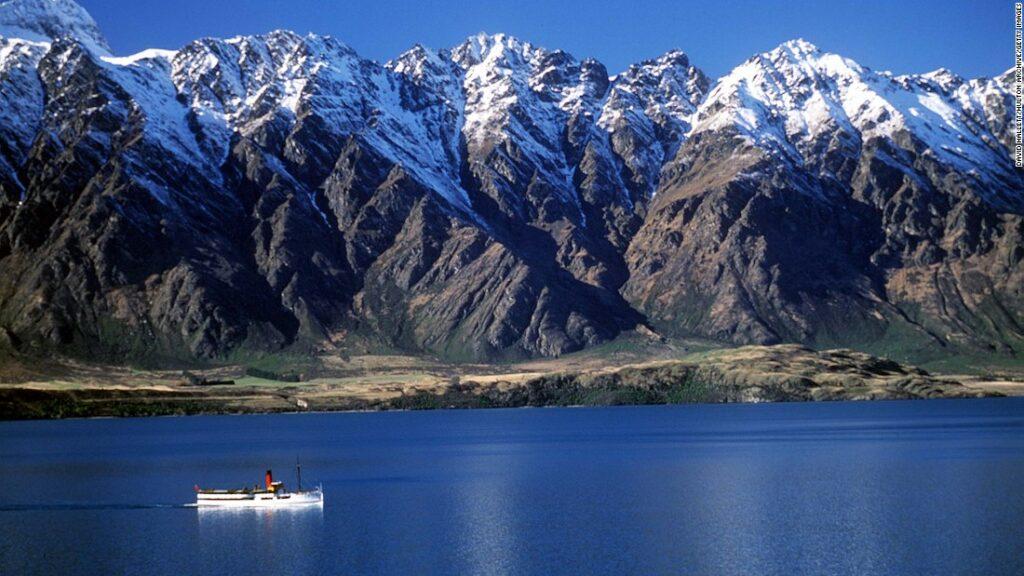 Atracția turistică din Noua Zeelandă Queenstown se luptă în timp ce vizitatorii stau departe de Covid