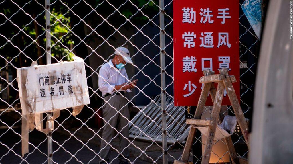 Beijingul extinde închiderile rezidențiale, întărește călătoriile de peste mări pe măsură ce infecțiile cu coronavirus se răspândesc