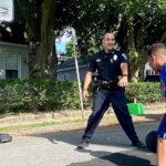 Copilul de 6 ani are o rivalitate prietenoasă cu ofițerul Worcester după un joc de baschet improvizat – CBS Boston