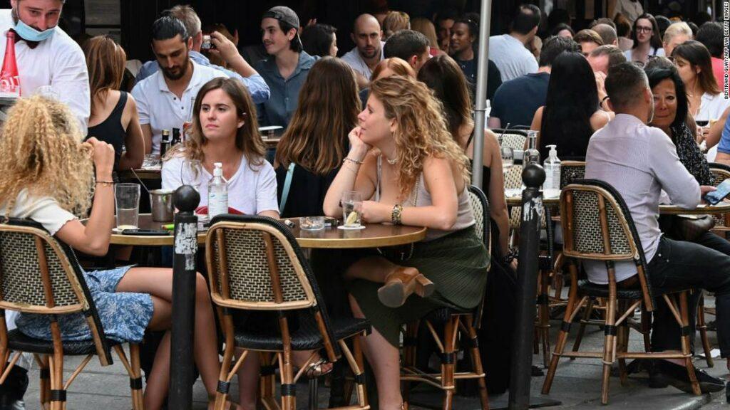 Cum e să vizitezi Parisul după încuietoare