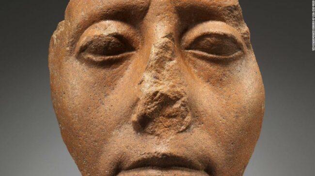 De ce atâtea statui egiptene au nasurile rupte?