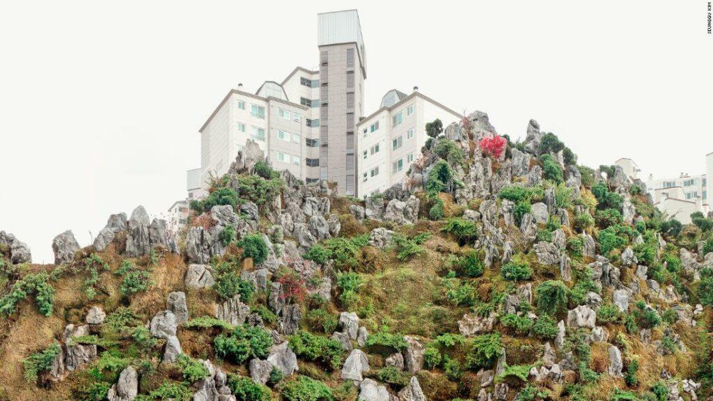 "Fotograful Seunggu Kim surprinde ""munții"" artificiali din Seul"