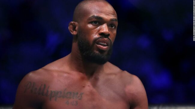 Jon Jones: Luptătorul UFC ia conserve de aerosoli de la protestatari