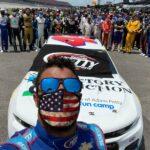 NASCAR: Bubba Wallace arată sprijinul șoferului după ce a găsit o gaură în garajul său