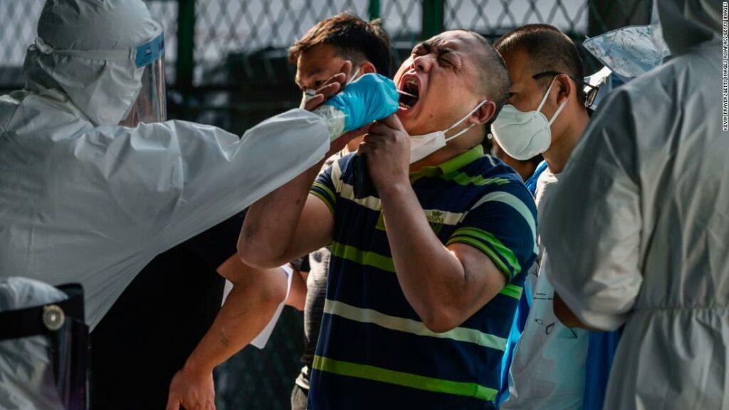 Noua epidemie din Beijing amintește că coronavirusul poate reveni în orice moment