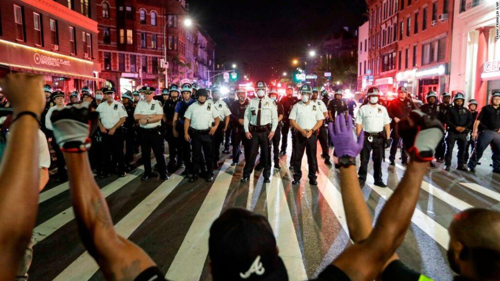 Protestele lui George Floyd au determinat poliția să reformeze poziția consensului