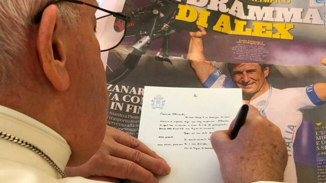 Papa Francisc scrie o scrisoare de sprijin lui Alex Zanardi după un accident de groază