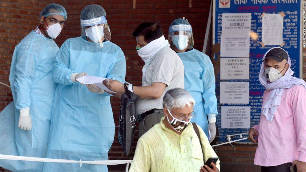 Pe măsură ce Delhi devine capitala coronavirusului din India, spitalele sale se luptă să facă față
