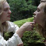 """Recenzie pentru """"Shirley"""": Elisabeth Moss din nou dă peste cap filmul în rolul scriitoarei Shirley Jackson"""