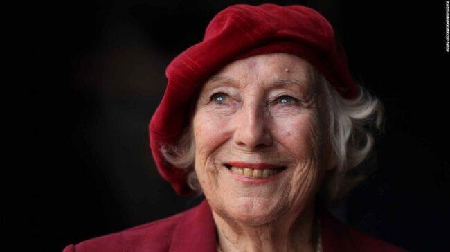 """Vera Lynn, cântăreața și """"iubita"""" forțelor britanice, moare la 103 ani"""