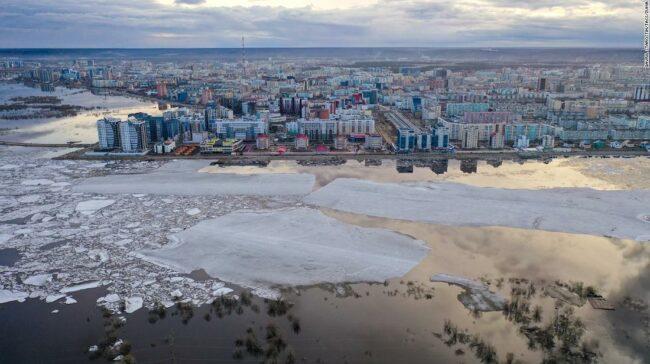 """Vremea prelungită excepțional de caldă a Siberiei este un """"semn alarmant"""": om de știință"""