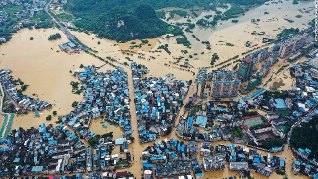 China tocmai a conținut coronavirusul. Acum se luptă cu unele dintre cele mai grave inundații din decenii
