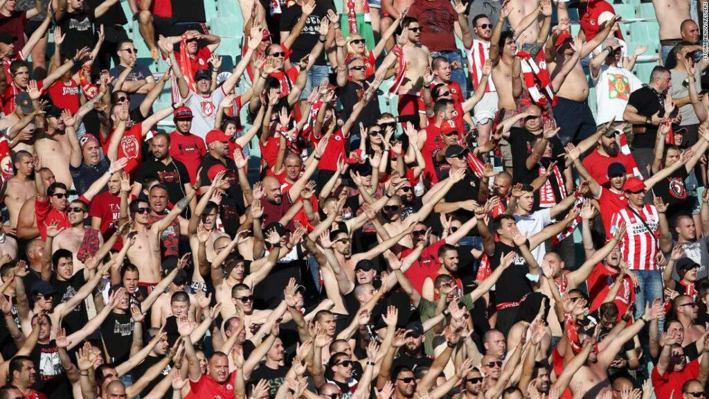 Fanii renunță la regulile de distanțare socială în finala Cupei Bulgariei