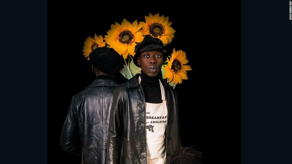 Fotograful Omar Victor Diop sărbătorește istoria rezistenței negre
