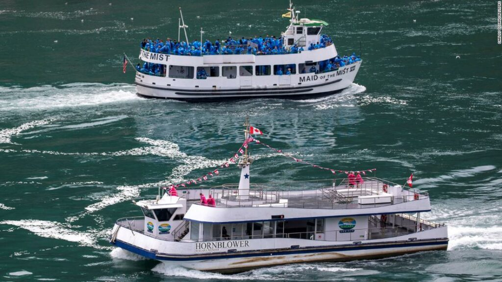 Niagara Falls Boats Tour Tour arată cum Canada, Statele Unite se ocupă de Covid-19