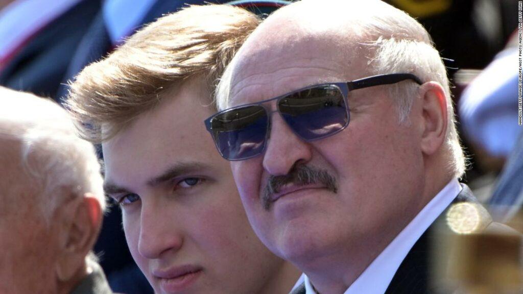 """Președintele belarus a numit-o """"psihoză"""" Covid-19, spune acum că a avut-o"""