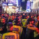 Pub-urile se redeschid în toată Anglia, în timp ce ofițerul de poliție avertizează despre lipsa distanțării sociale