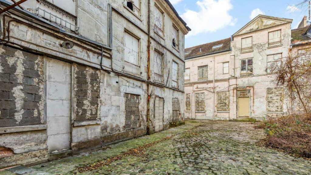 Cadavru de 30 de ani găsit în timpul renovării conacului francez de 41,2 milioane de dolari